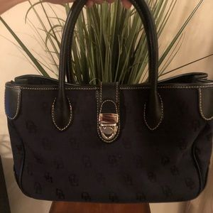 Dooney & Bourke women's handbag!!